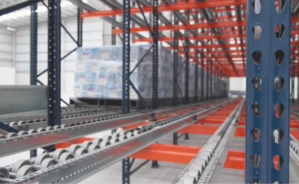 Live racking with rollers in MIYM's warehouses in Mexico
