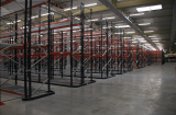 Pallet racks with narrow aisles: high capacity and versatility