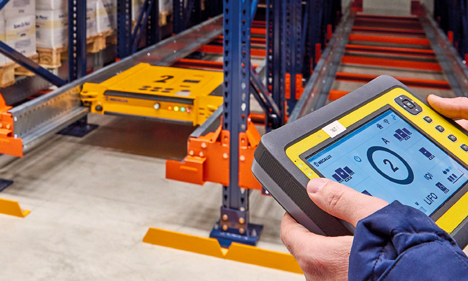 Pallet Shuttle in the warehouse of the logistics operator Ingram Micro