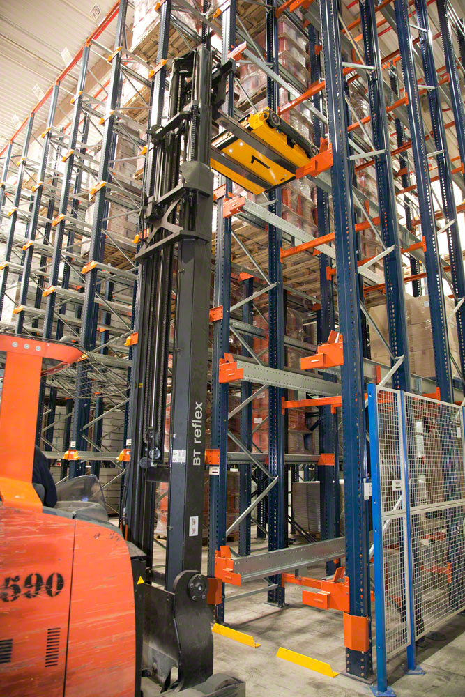 An operator handling a Pallet Shuttle with a reach truck